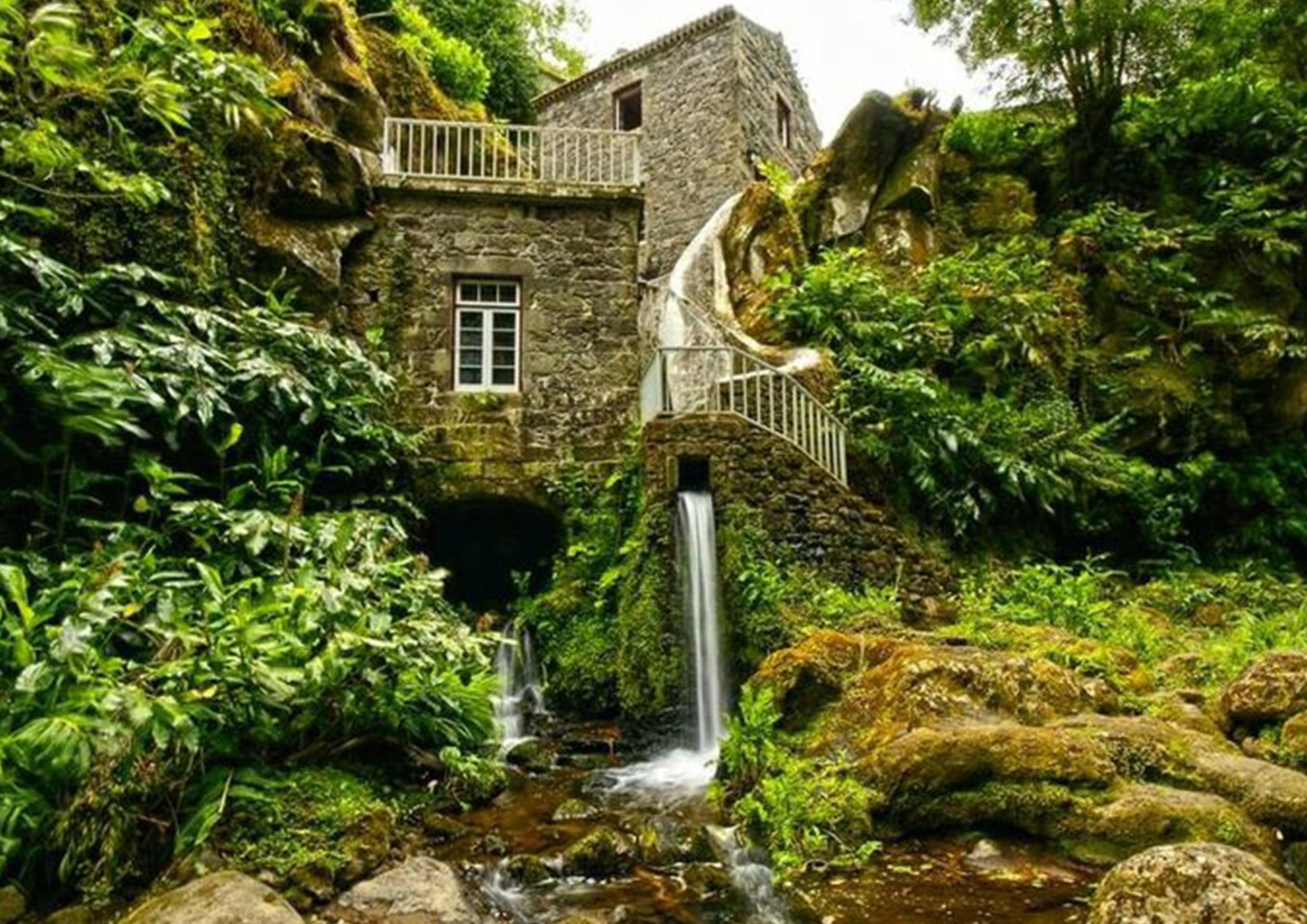 Natural park ribeira dos caldeir es for Holistic house